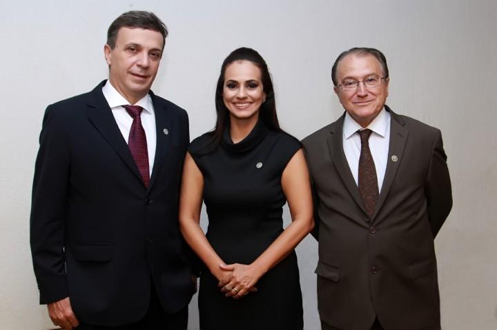 Dr. Paulo Ovídius Stival Veneziano, Dra. Ângela de SantAnna Moraes e Dr. Ruberpaulo de Mendonça Ribeiro