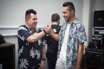 thumbnail_Marrone e o cantor Breno Ferreira primeira atração da festa
